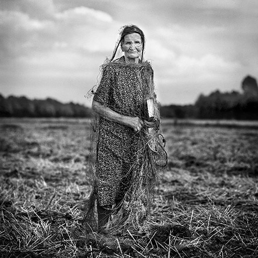 Zofia has been living on her own since her husband died 10 years ago. Before they had been cultivating a 11-hectares land.